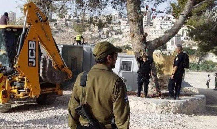 سلطات الاحتلال تفكك غرفتين زراعيتين قرب العيسوية