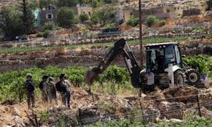 الاحتلال يجرف أراضي غرب الخليل