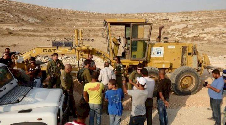 قوات الاحتلال تستولي على مضخة باطون  جنوب الخليل