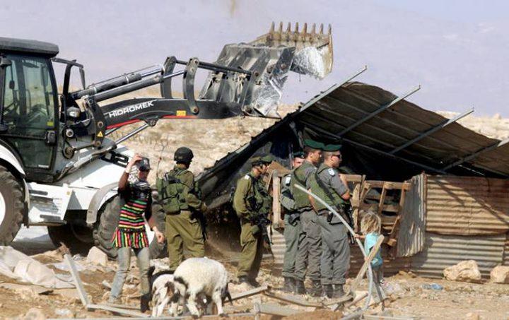 الاحتلال يجرف أراضي جنوب الخليل