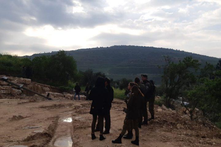 الاحتلال يعتدي على عدد من المواطنين غرب نابلس