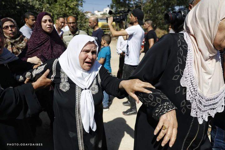 المواطنون في جنين يشيعون جثمان الشهيدة داليا السمودي ( 23 عاما) التي استشهدت برصاص قوات الاحتلال الاسرائيلي في مدينة فجر اليوم وهي تحاول اغلاق نافذة منزلها خوفا على طفلها الرضيع من قنابل الغاز.