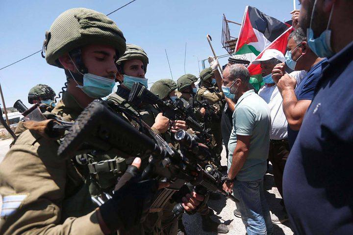 إصابات بالرصاص وبالاختناق إثر قمع الاحتلال مسيرة شمال رام الله