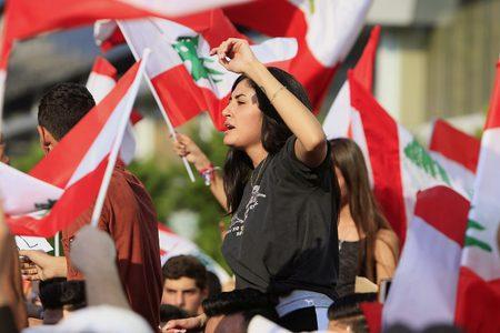 130 اصابة في اشتباكات بين المحتجين والأمن بمحيط البرلمان اللبناني