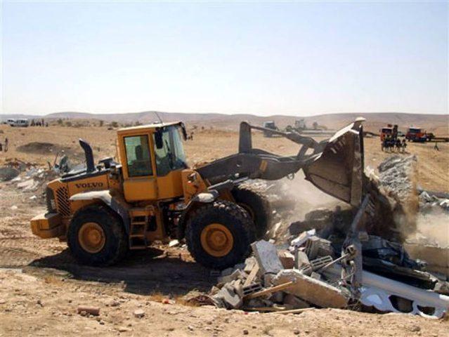 شرطة الاحتلال تجبر مواطنا على هدم منزله في الداخل المحتل