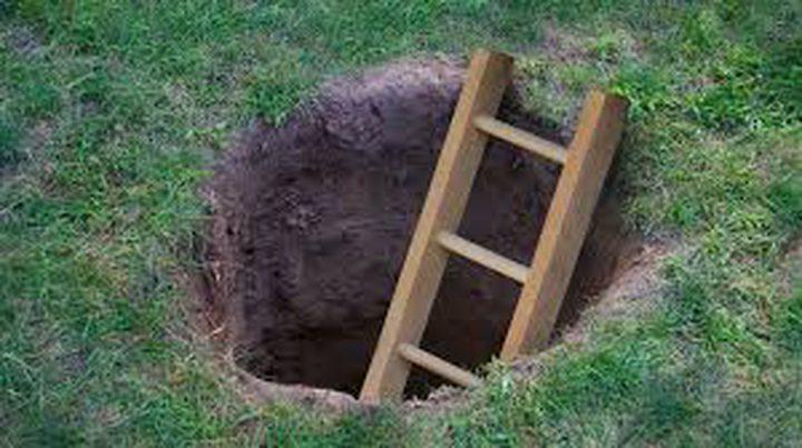 سيدة تحفر نفقا بعمق 3 أمتار وطول 10 أمتار لتهريب ابنها من السجن