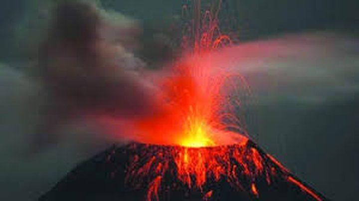 ثوران بركان جبل سينابونج في إندونيسيا