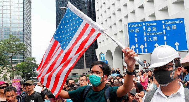 الصين تفرض عقوبات على مسؤولين أمريكيين ردا على عقوبات هونغ كونغ