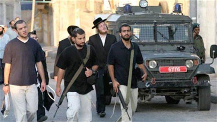 نابلس:إصابة شاب بكسور أثناء ملاحقة مستوطنين له في بلدة حوارة