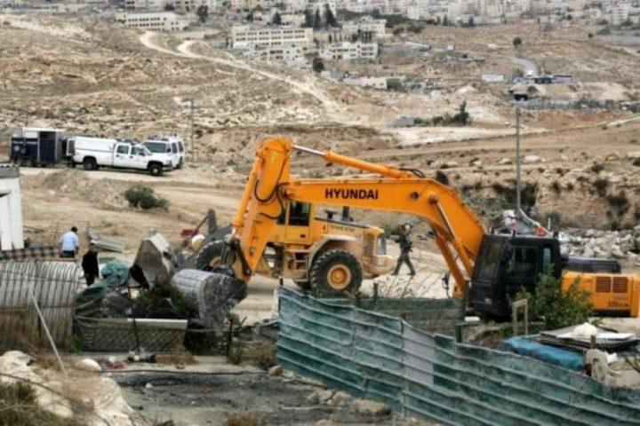 سلطات الاحتلال تخطر بهدم بركسات في بلدة تقوع جنوب بيت لحم