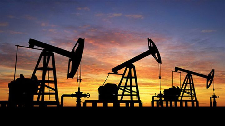 النفط يغلق مرتفعا بدعم من بيانات المصانع