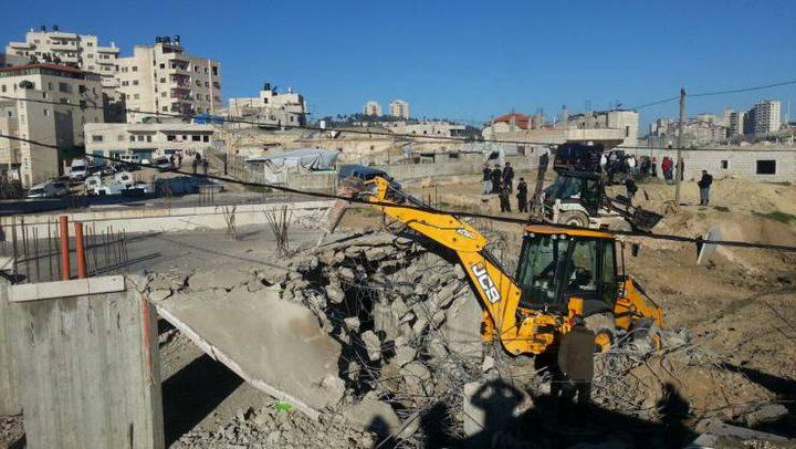 سلطات الاحتلال تهدم بركسا قيد الانشاء في قرية النعمان