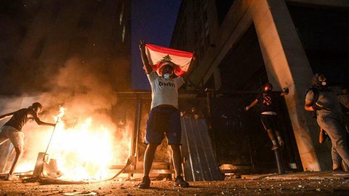 لبنانيون يطالبون بتنحي الرئيس عون