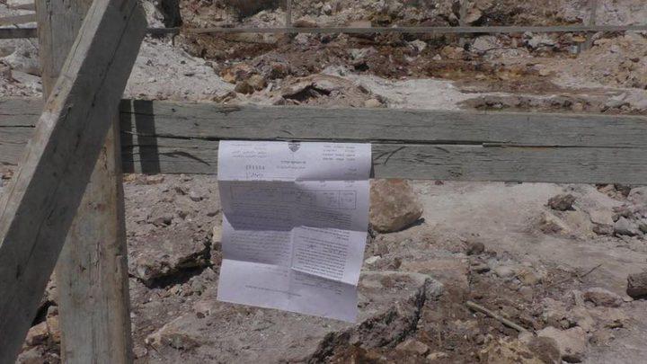 اخطارات بوقف البناء في النبي الياس شرق قلقيلية