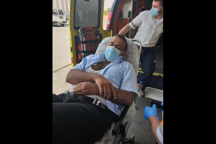 النقب: القُطرية تطالب بالتحقيق في اعتداء الشرطة على رئيس القيصوم