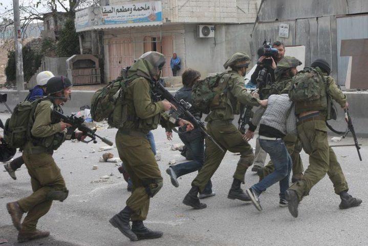 حملة مداهمات واعتقالات في مختلف مدن الضفة
