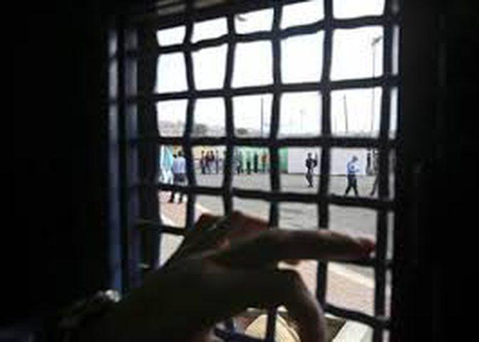 الاحتلال يواصل عزل الأسير محمد عياد بظروف صعبة