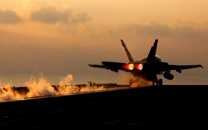 طيران الاحتلال الحربي يغير على أهداف متفرقة في قطاع غزة