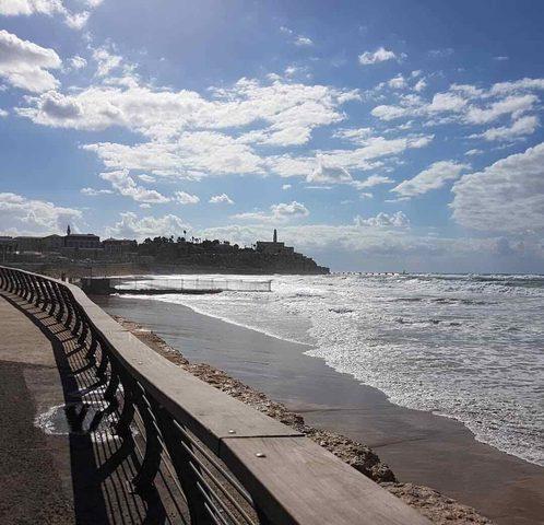 وفاة شاب من نابلس غرقًا في بحر يافا