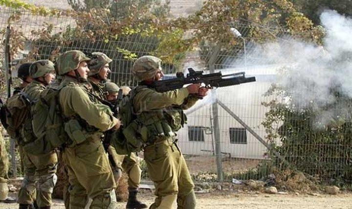 الاحتلال يصيب عددا من المواطنيين بحالات اختناق في طولكرم