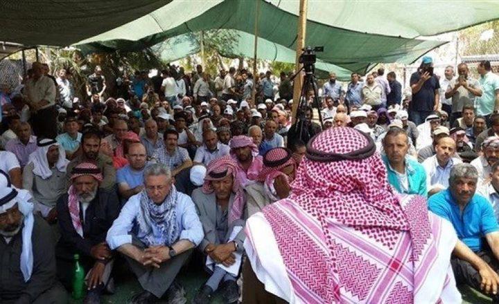 مقدسيون يؤدون صلاة الجمعة في خيمة اعتصام ببلدة سلوان