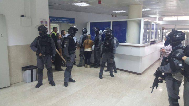 قوات الاحتلال تقتحم مستشفى المقاصد وتلقي قنابل الغاز