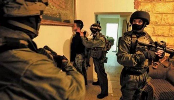 قوات الاحتلال تعتقل مواطنا من مدينة أريحا