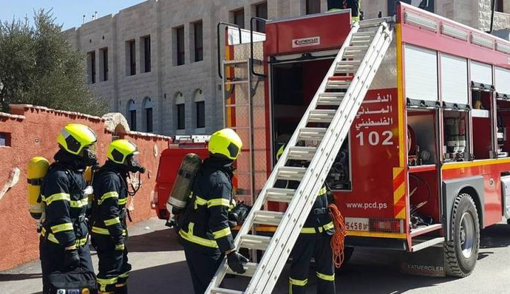 اخماد حريق اندلع في مصنع للدهانات جنوب قلقيلية