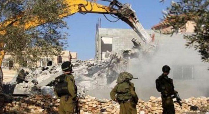 سلطات الاحتلال تجبر مواطنا على هدم أجزاء من منزله ذاتيا