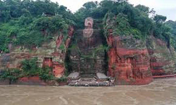 شاهد فيضانات الصين تهدد تمثال بوذا العملاق