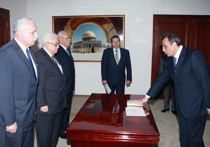 الرئيس محمود عباس يستقبل سفير دولة فلسطين لدى الإمارات