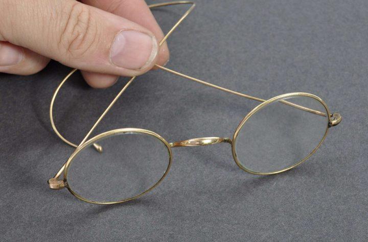 بريطانيا.. بيع نظارات غاندي مقابل مبلغ مادي ضخم