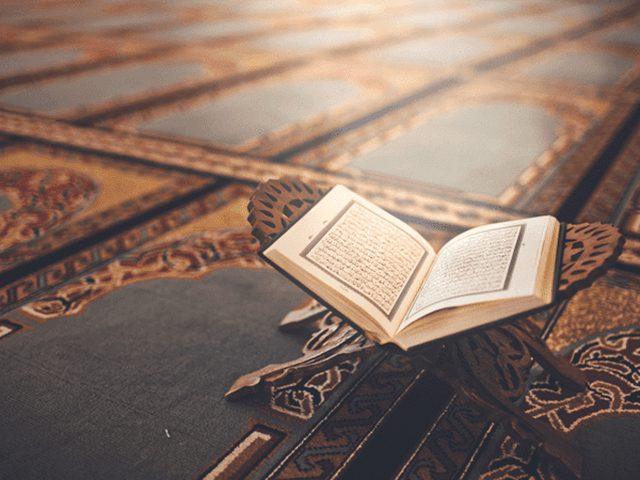 ما تفسير حلم رؤية شخص يقرأ القرآن؟