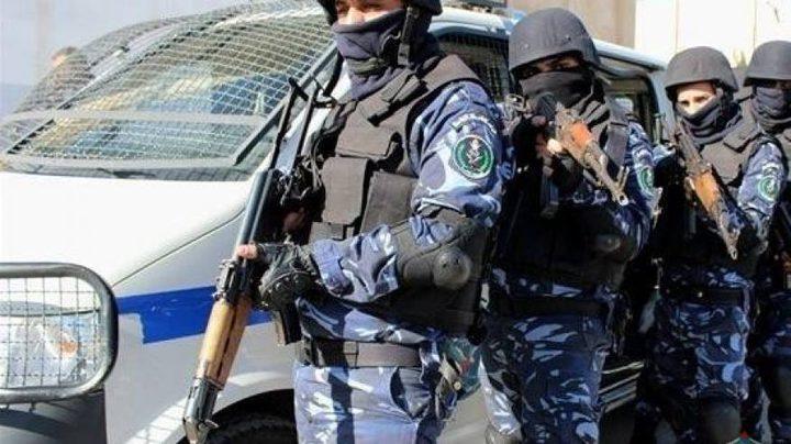 نابلس: الشرطة تقبض على فار من العدالة بتهمة القتل العمد