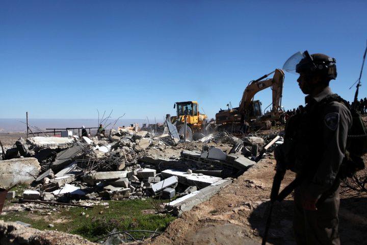 طواقم بلدية الاحتلال تسلم اخطارات في القدس