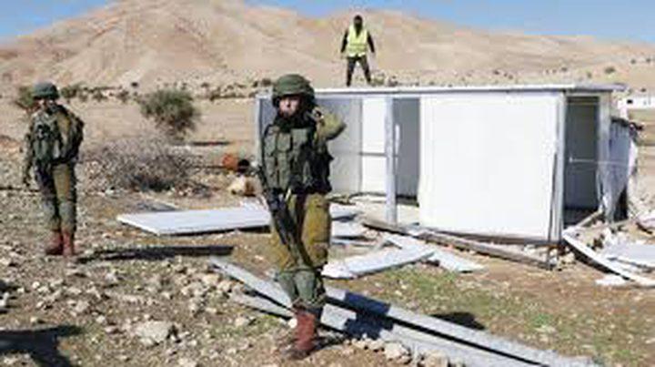 الاحتلال يقتحم العوجا تمهيدا لتفكيك وهدم مساكن