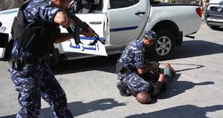 القبض على مشتبه به بتهديد وابتزاز مواطنة في نابلس