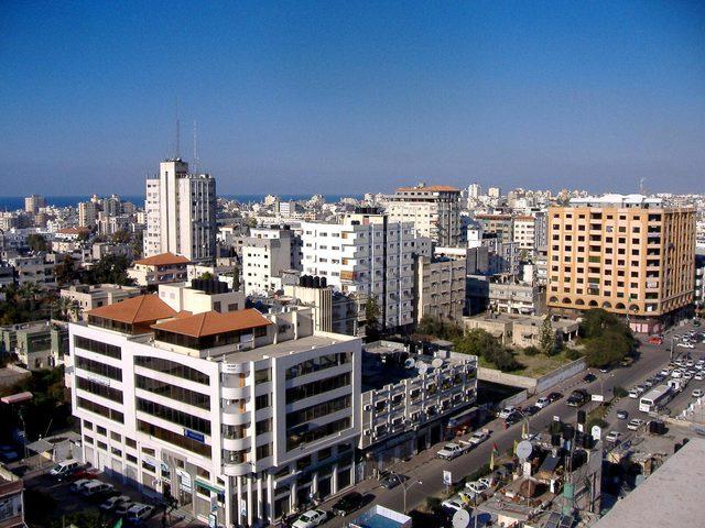 """العمادي يصل غزة للاتفاق على خفض التوتر بين حماس و""""اسرائيل"""""""