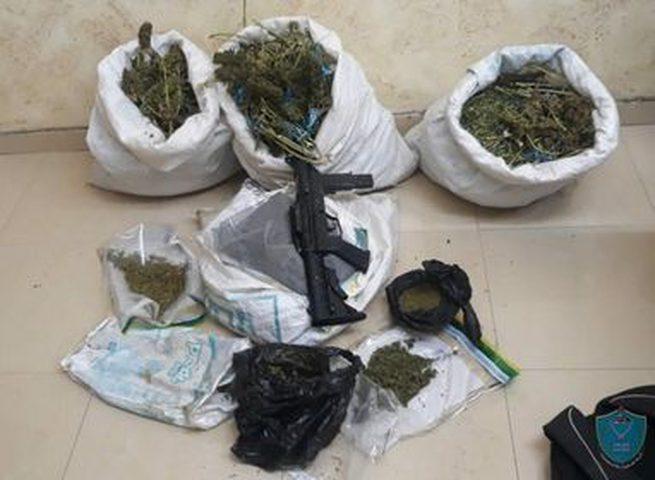 شرطة الخليل تضبط أكثر من 8 كغم يشتبه انها مخدرات