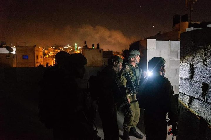 الاحتلال يأخذ قياسات منزل مواطن من نابلس تمهيدا لهدمه