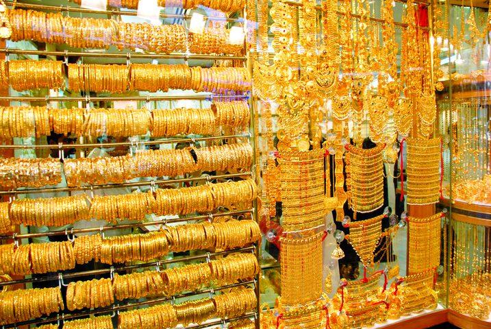الذهب يصعد 1% مع هبوط الدولار