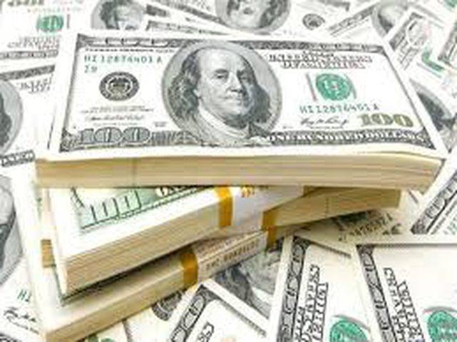 الدولار يهوي قرب أدنى مستوى في أسبوع