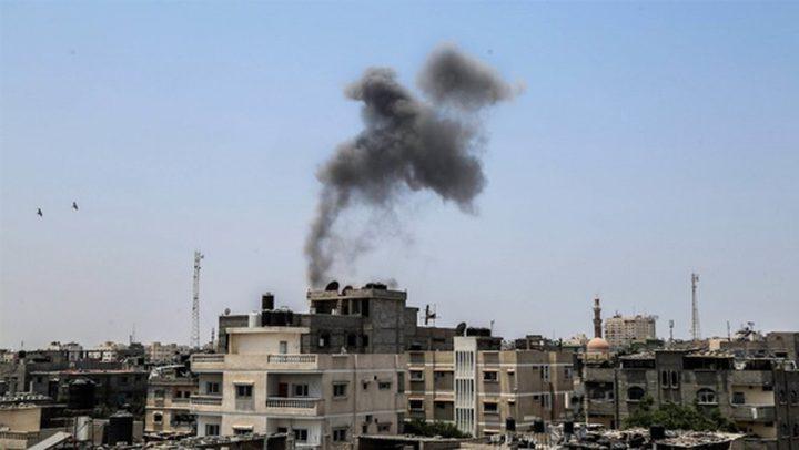 مدفعية الاحتلال تقصف موقعين في خانيونس ودير البلح