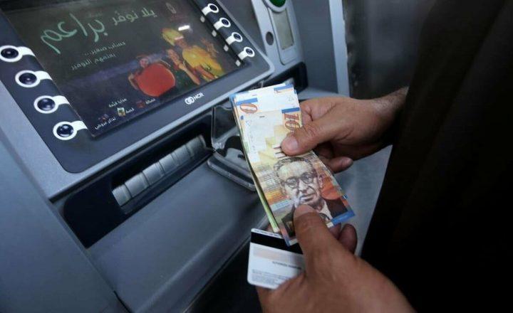 """الحكومة: نجري حوارا مع """"النقد"""" والبنوك لتمرير الرواتب دون خصومات"""