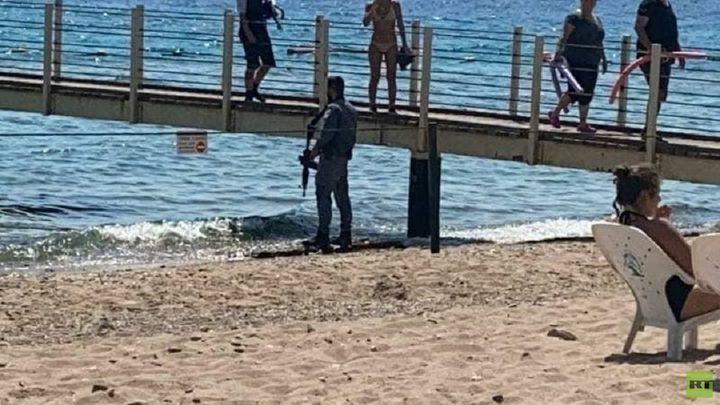 إسرائيل تسلم أردنيا لبلاده اعتقلته بعد عبوره سباحة إلى إيلات
