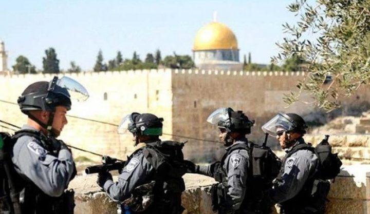 الاحتلال يسلم أسيرا محررا قرارابسحب إقامته فيالقدس