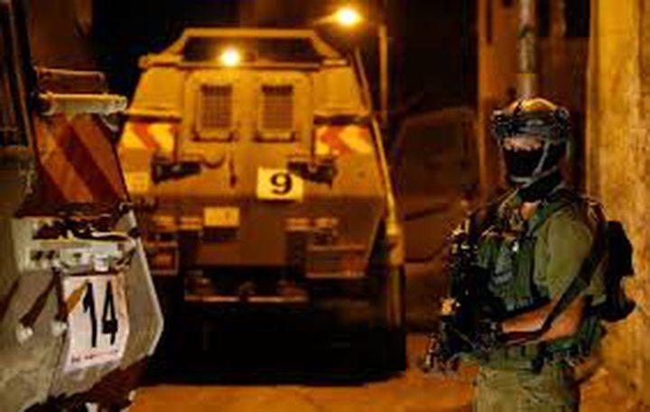 قوات الاحتلال تداهم  عددا من المنازل جنوب شرق بيت لحم