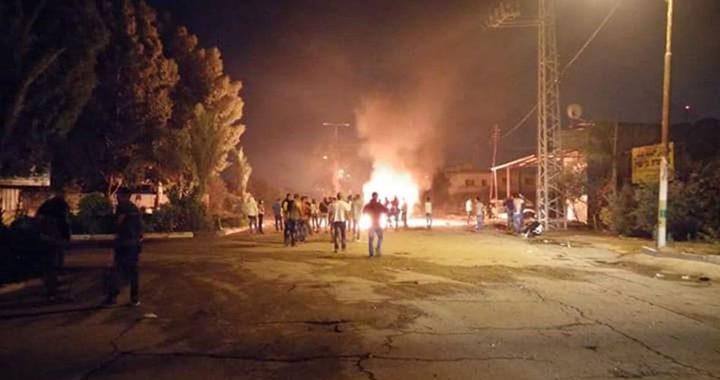 إصابة مواطنين في حريق مخبر وسط مدينة قلقيلية