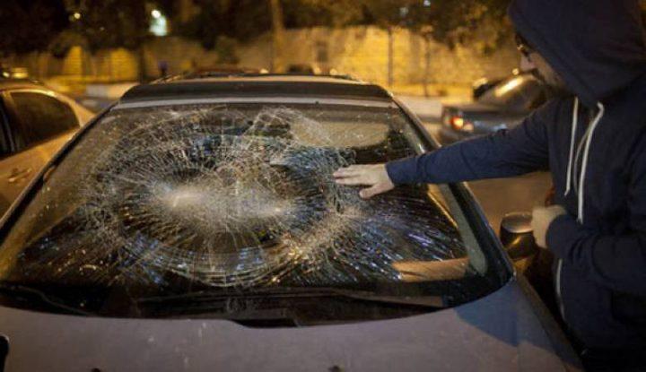 مستوطنون يحطمون زجاج مركبات جنوب نابلس