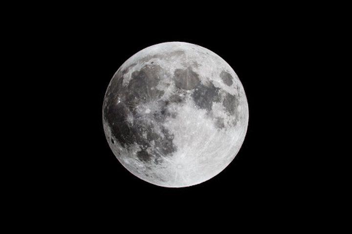 علماء يحلون لغز وصول الصدأ إلى القمر